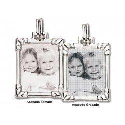 Foto gravada em placa de prata com borda