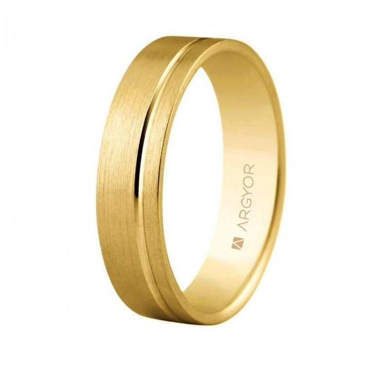 Comfortable interior 9 or 18-carat gold wedding band