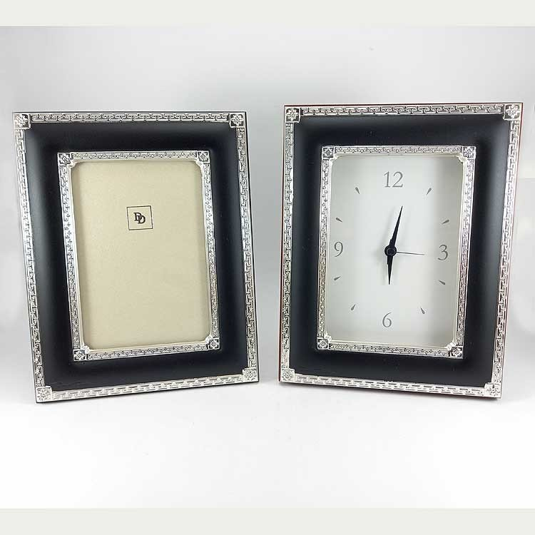 Conjunto de reloj y portarretratos de plata bilaminada