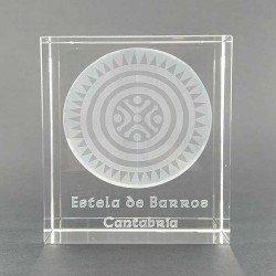 Prisma de cristal con imagen en 3D de la Estela de Cantabria, Barros