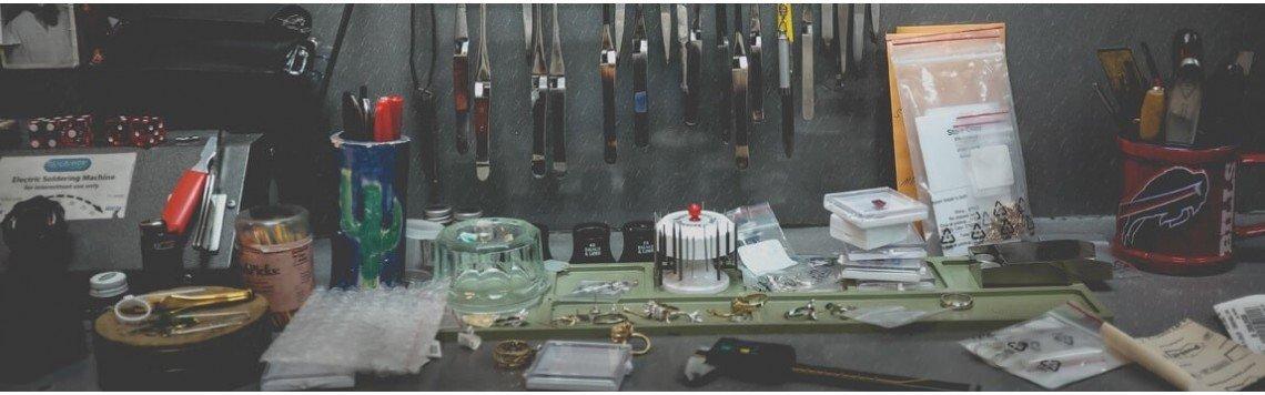 Laboratorio di gioielli fatti a mano. Gioielli fatti a mano.