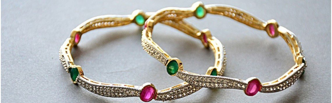 Bracelets personnalisés en or 18 carats pour bébé, femme et homme.