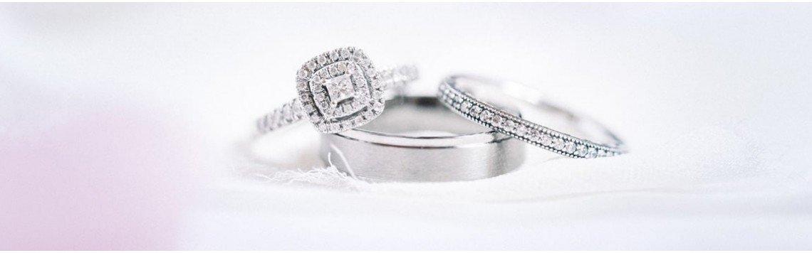 Handgefertigte und personalisierte Ringe aus 925er Sterlingsilber.