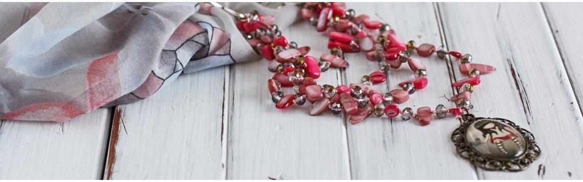Bijoux fantaisie et artisanaux aux meilleurs prix et marques.