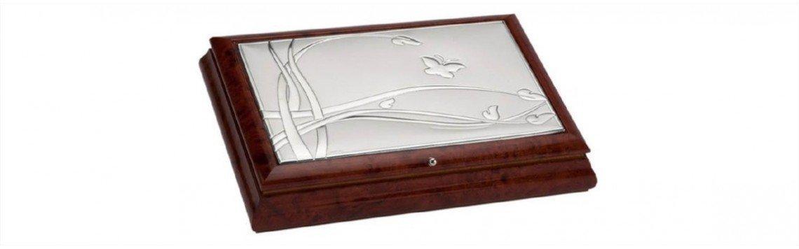 Caisses personnalisées en argent et bois laqué. Décoration vintage