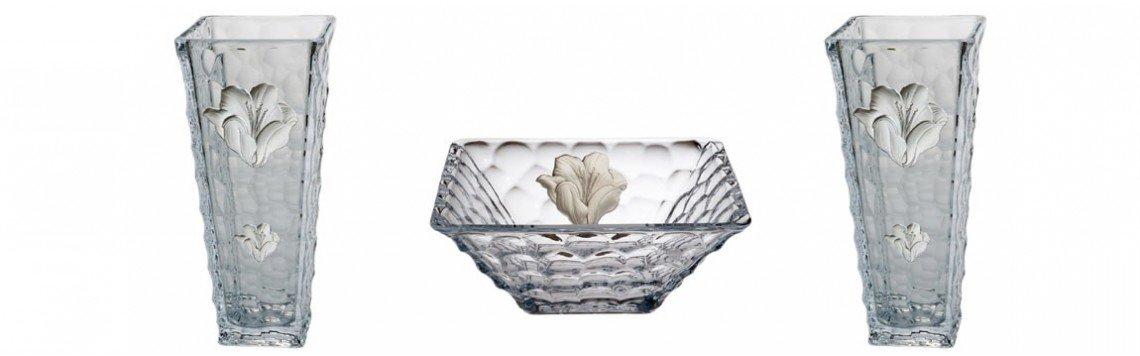 Dekorierte Glasvasen im Vintage-Stil und moderne Vasen